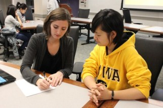 Accounting Club members assisting student with a resume
